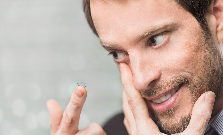 Kontaktlinsen Probetragen zufriedener Kunde